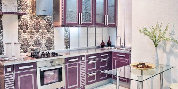 Decor clasic violet aubergine bucatarie