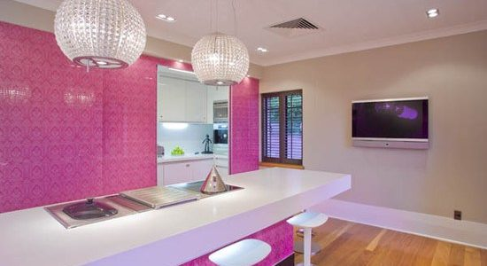 Decor fucsia in bucatarie