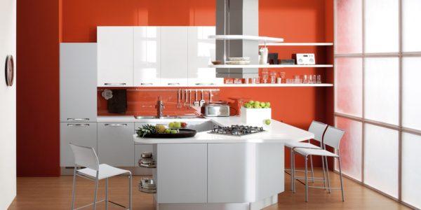 Decor modern alb-portocaliu in bucatarie