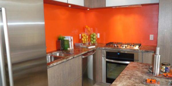 Decor portocaliu bucatarie