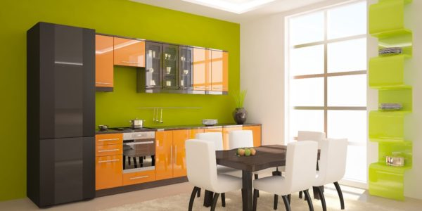 Decor verde-portocaliu-alb bucatarie