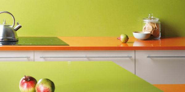 Decor verde-portocaliu bucatarie vesela