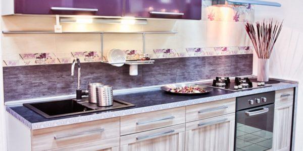 Design modern violet aubergine in bucatarie