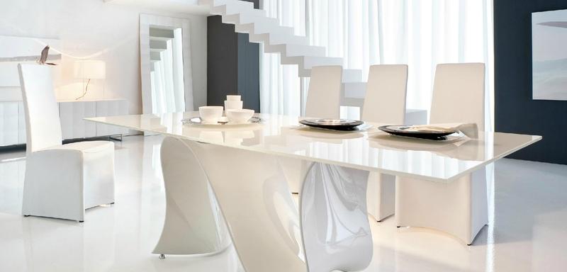 Dining elegant in culoarea sampaniei