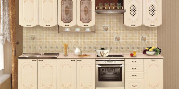 Mobilier clasic in culoarea vaniliei pentru bucatarie