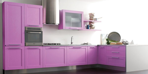 Mobilier fucsia bucatarie