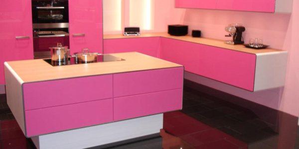 Mobilier roz bucatarie moderna
